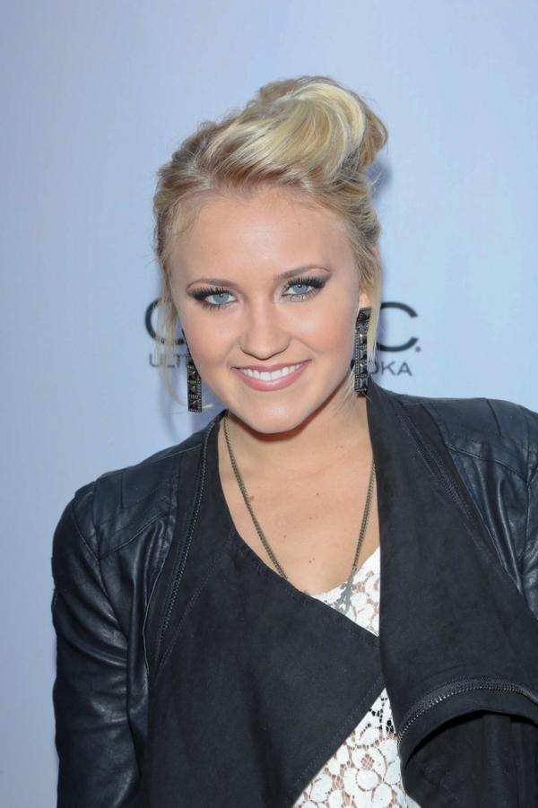 Emily Osment And Miley Cyrus Miley Cyrus Emily Osme...
